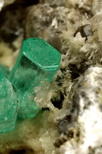 Beryl (variety emerald), Calcite, Aragonite<br />Chivor mining district, Municipio Chivor, Eastern Emerald Belt, Boyacá Department, Colombia<br />75x55x65mm, main xl~1cm<br /> (Author: Fiebre Verde)