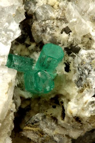 Beryl (variety emerald), Calcite, Aragonite<br />Chivor mining district, Municipio Chivor, Eastern Emerald Belt, Boyacá Department, Colombia<br />75x55x65mm, main xl~1cm<br /> (Author: Fiebre Verde)