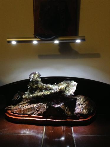 Fluorite<br /><br />16cm x 4cm x 7cm<br /> (Author: Mark Ost)