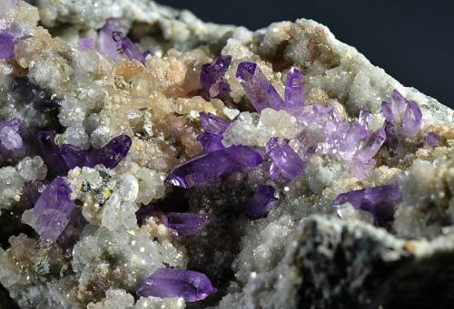 Quartz (var. amethyst), Calcite<br />Capurru Quarry, Osilo, Sassari Province, Sardinia/Sardegna, Italy<br />Fov 4.5 cm.<br /> (Author: Martin Rich)