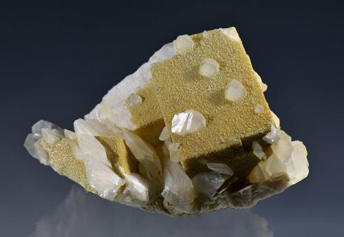 Calcite<br />Stan Trg (Stari Trg) Mine, Trepča Complex, Trepča Valley, Kosovska Mitrovica, Kosovska Mitrovica District, Kosovo<br />8 x 5 x 5.5 cm.<br /> (Author: Martin Rich)