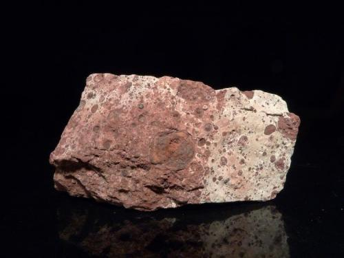 bauxita (hidróxidos/óxidos de aluminio) 5 x 2,5 x 2 cm (Autor: Josele)