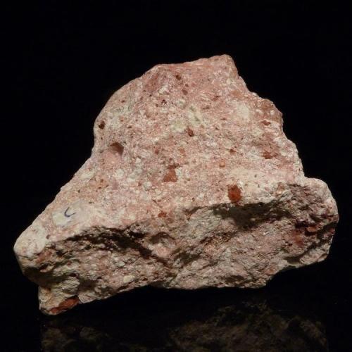 bauxita (hidróxidos/óxidos de aluminio) 5 x 4 x 4 cm Es característica la estructura brechoide y nodulosa. (Autor: Josele)