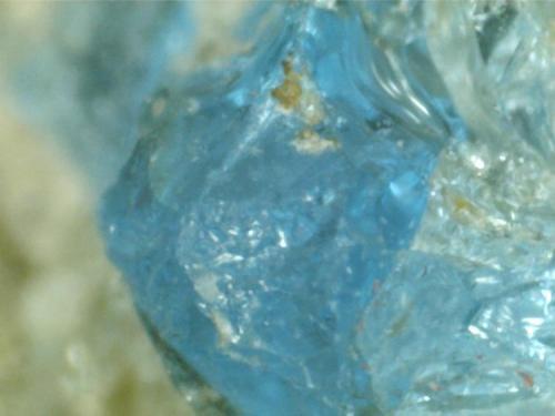 Haüyina (detalle de un cristal de la misma roca) Cantera Dellen (Niedermendig, Mendig, complejo volcánico del Lago Laach, Eifel, Alemania) 400X (Autor: prcantos)