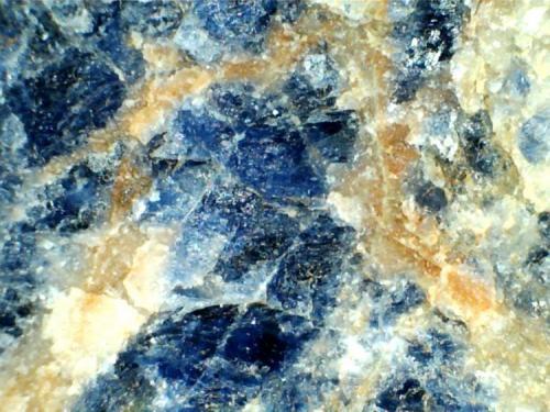 Foidolita de sodalita (otra vista en detalle) Namibia (África) 20X Los dos feldespatoides de la roca. (Autor: prcantos)