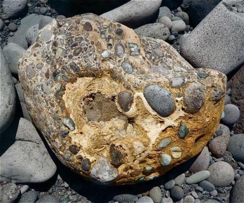 Conglomerado cementado por toba volcánica San Felipe, Gran Canaria. España Ancho de imagen 40 cm (Autor: María Jesús M.)