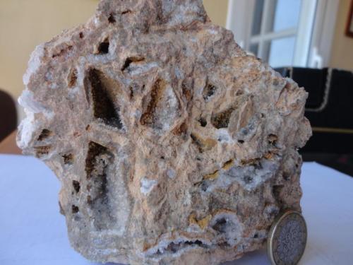 Roca carneola 7  de 8 Comarca ValdeJalón. Zaragoza A veces encuentras geodas de calcita más o menos grandes. (Autor: germanvet)