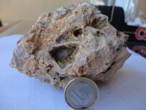 Roca carneola 3  de 8 Comarca ValdeJalón. Zaragoza Podemos apreciar yeso y calcita (Autor: germanvet)