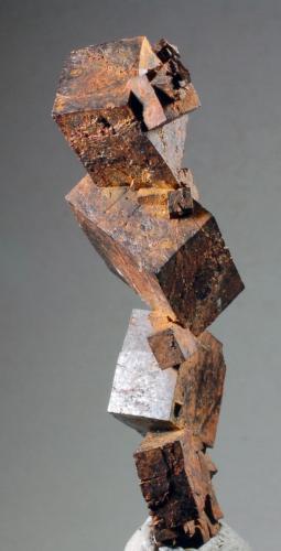 Goethita pseudomorfica de Pirita Los Arenales - Carratraca - Málaga - Andalucía - España 66 x 35 x 26 mm Colección y Fotografía de Joan Martinez Bruguera (Autor: Joan Martinez Bruguera)