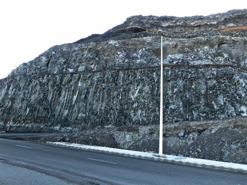 Basaltos Volcanes de La Isleta, Gran Canaria, Islas Canarias, España.  Esta colada de basalto está justo encima de las brechas. (Autor: María Jesús M.)