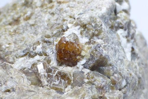 Vesuvianita<br />Mines de Can Montsant, Can Montsant (Massís del Montnegre), Hortsavinyà, Tordera, Maresme, Barcelona, Catalunya, España<br />Encuadre 3x2cm aprox.<br /> (Autor: heat00)