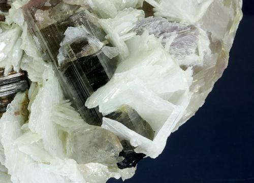 Elbaite with Beryl (variety morganite) and Mica (variety lepidolite) on Albite (variety cleavelandite)<br />Himalaya Mine, Gem Hill, Mesa Grande District, San Diego County, California, USA<br />175 x 93 x 85 mm<br /> (Author: GneissWare)