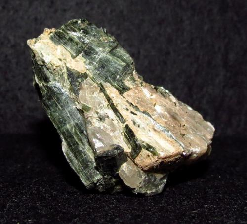 Actinolite-Tremolite Series<br />Canteras Chelmsford lime, Chelmsford, Condado Middlesex, Massachusetts, USA<br />5 cm<br /> (Author: NellsRocks)