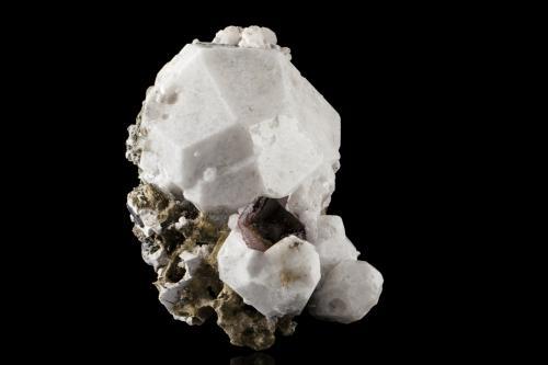 Analcime<br />Cantera Poudrette, Mont Saint-Hilaire, La Vallée-du-Richelieu RCM, Montérégie, Québec, Canadá<br />12,0 x8,0x10,0cm<br /> (Author: MIM Museum)