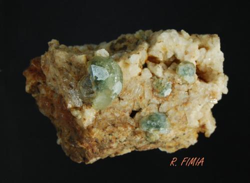 Fluorapatito<br />Mimoso do Sul, Espirito Santo, Brasil<br />9 X 6 X 6  cm<br /> (Autor: Ricardo Fimia)