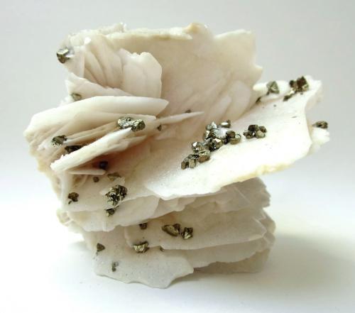 Chalcopyrite, Barite<br />Dreislar Mine, Dreislar, Winterberg, Sauerland, North Rhine-Westphalia/Nordrhein-Westfalen, Germany<br />Specimen height 6 cm, largest chalcopyrites 5 mm<br /> (Author: Tobi)