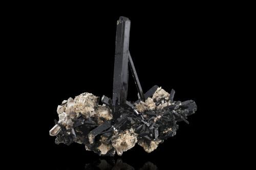 Aegirine with Orthoclase and Quartz<br />Monte Malosa, Distrito Zomba, Malawi<br />16,0 x12,0x17,0cm<br /> (Author: MIM Museum)