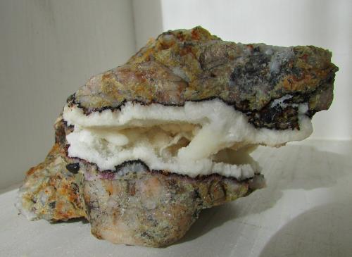 Aragonito.<br />Mina Solita, Peramea, Baix Pallars, Comarca Pallars Sobirà, Lleida / Lérida, Catalunya, España<br />13''4 x 9''7 cm.<br /> (Autor: phrancko)