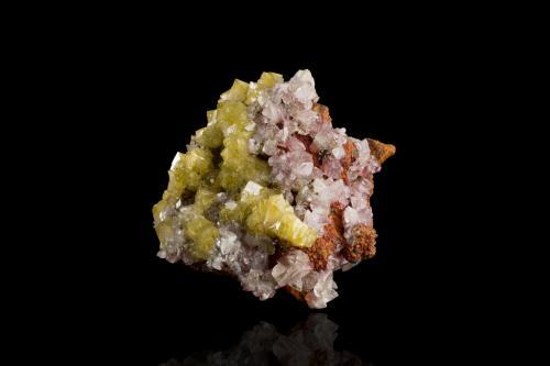 Adamite with Calcite<br />Mina Ojuela, Mapimí, Municipio Mapimí, Durango, México<br />9,0x8,5x5,0cm<br /> (Author: MIM Museum)