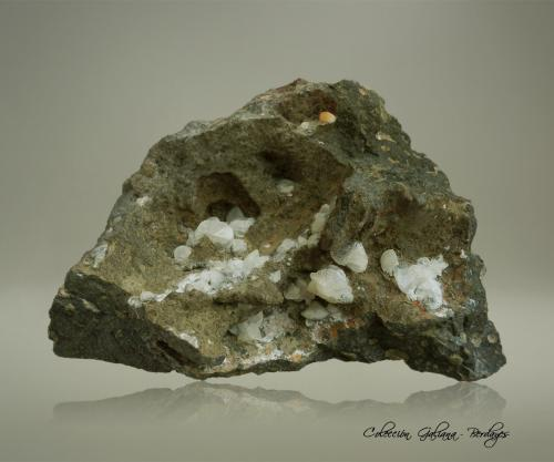 Chabazita-Ca (variedad facolita)<br />Cantera Nickel, Oberwiddersheim, Hungen, Gießen, Hesse/Hessen, Alemania<br />112 x 85 x 60 mm.<br /> (Autor: Rafael Galiana)