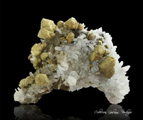 Calcopirita<br />Mina Septiembre (Mina 9 Septiembre), Zona minera Madan, Montes Rhodope, Smolyan Oblast, Bulgaria<br />96 x 69 x 40 mm.<br /> (Autor: Rafael Galiana)