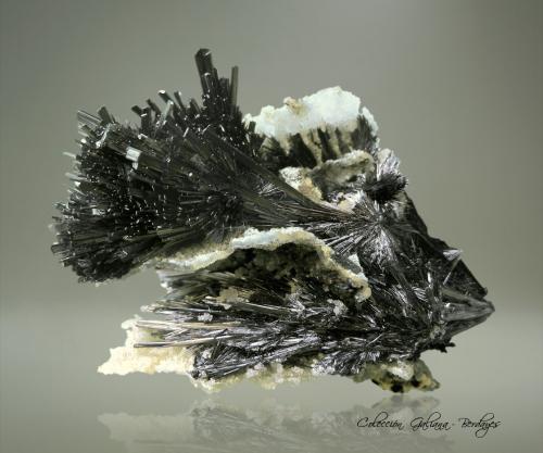 Stibnita<br />Xikuangshan depósito de antimonio, Lengshuijiang, Prefectura  Loudi, Provincia Hunan, China<br />82 x 63 x 56 mm.<br /> (Autor: Rafael Galiana)