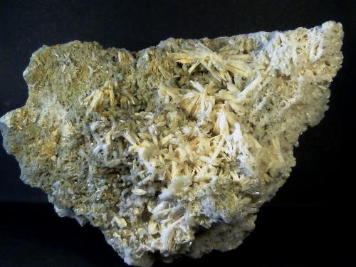 Prehnita y Cuarzo<br />Cantera Minera I, Cerro de los Serranos, Lebrija, Comarca Bajo Guadalquivir, Sevilla, Andalucía, España<br />11 x 7 x 4 cm<br /> (Autor: Felipe Abolafia)