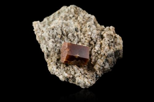 Bastnäsite-(Ce)<br />Monte Zagi, Hameed Abad Kafoor Dheri, Peshawar, Jaiber Pajtunjuá, Paquistán<br />4,5x4,0x3,0cm<br /> (Author: MIM Museum)