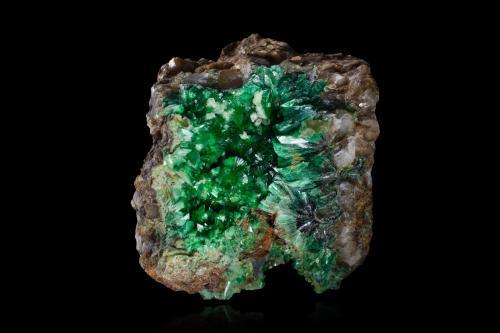 Annabergite<br />Minas Lavrion, Distrito minero Lavrion, Prefectura Attikí (Attica), Grecia<br />5,5 x 4,5 x 3,5 cm<br /> (Author: MIM Museum)