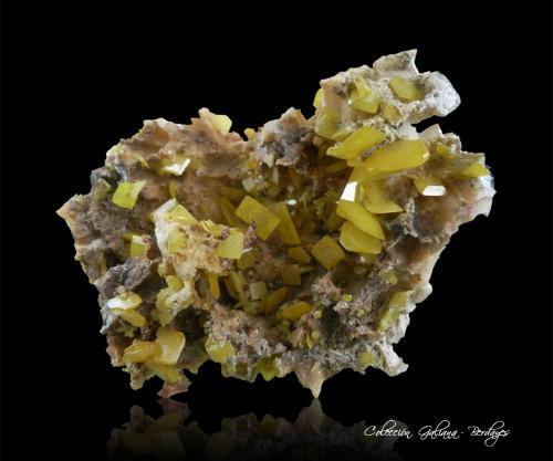 Wulfenita en Dolomita<br />Touissit, Distrito Touissit, Provincia Jerada, Región Oriental, Marruecos<br />89 x 63 x 36 mm.<br /> (Autor: Rafael Galiana)