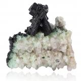 Babingtonite with Quartz and PrehniteIndicios de Babingtonita, Qiaojia, Prefectura Zhaotong, Provincia Yunnan, China17,5	x	17,5	x	18,5	cm (Author: MIM Museum)