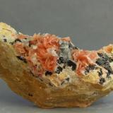 Cerusita<br />Adeghoual (Aderhoual), Coud'a, Distrito minero Mibladen, Mibladen, Midelt, Provincia Midelt, Región Drâa-Tafilalet, Marruecos<br />85x39x31 mm<br /> (Autor: Juan Espino)