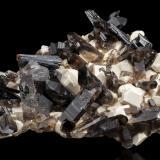 Microcline with Aegirine and Quartz (variety smoky)Monte Malosa, Distrito Zomba, Malawi48,0x38,0x20,0cm (Author: MIM Museum)