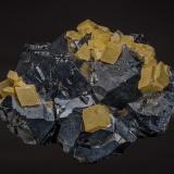 Calcite, Galena<br />Dalnegorsk, Kavalerovo Mining District, Primorskiy Kray, Far-Eastern Region, Russia<br />9.6 x 7.7 cm<br /> (Author: am mizunaka)