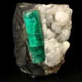 Beryl (variety emerald), Calcite<br />Chivor mining district, Municipio Chivor, Eastern Emerald Belt, Boyacá Department, Colombia<br />22x33x38mm, xl=25x7mm<br /> (Author: Fiebre Verde)
