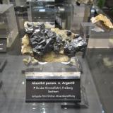 Acanthite paramorph after argentiteMina Himmelfahrt, Freiberg, Distrito Freiberg, Erzgebirgskreis, Sajonia/Sachsen, AlemaniaSpecimen size ~ 8 cm (Author: Tobi)