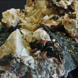 Actinolita, Granate y Ortoclasa<br />Mina Carlés, Ballotal-El Fuxaco, Carlés, Salas, Comarca Valle del Narcea, Asturias, Principado de Asturias, España<br />110x65x65m<br /> (Autor: joaquin gar)