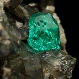 Beryl (variety emerald), Calcite, Dolomite, Pyrite<br />Chivor mining district, Municipio Chivor, Eastern Emerald Belt, Boyacá Department, Colombia<br />44x34x39mm, xl=7mm<br /> (Author: Fiebre Verde)