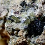 Fluorapatito con Hematites<br />Minas Nuestra Señora del Carmen, La Celia, Jumilla, Comarca Altiplano, Murcia, Región de Murcia, España<br />2,5 cm x 2 cm<br /> (Autor: DPC)