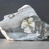 Andalucita (variedad quiastolita)<br />Yacimiento de Quiastolitas de Froseira, Froseira, Doiras, Boal, Comarca Eo-Navia, Asturias, Principado de Asturias, España<br />70 x 50 x 40 mm.<br /> (Autor: Inushin)