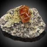 Grossular (variety hessonite) and DiopsideMina Jeffrey, Asbestos, Les Sources RCM, Estrie, Québec, Canadá10,0x7,0x6,5cm (Author: MIM Museum)