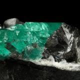 Beryl (variety emerald), Albite (variety cleavelandite), Dolomite<br />Chivor mining district, Municipio Chivor, Eastern Emerald Belt, Boyacá Department, Colombia<br />80x39x33mm, aggregate=35x16mm<br /> (Author: Fiebre Verde)