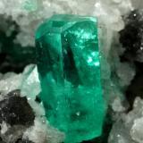 Beryl (variety emerald), Calcite, Dolomite<br />Coscuez mining district, Municipio San Pablo de Borbur, Western Emerald Belt, Boyacá Department, Colombia<br />85x50x50mm, xl=10mm<br /> (Author: Fiebre Verde)