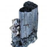 Bournonita, Scheelita<br />Mina Yaogangxian, Yizhang, Prefectura Chenzhou, Provincia Hunan, China<br />37mm x 21mm. Cristal de bournonita: 33.0mm de altura, 18.5mm de anchura. Cristal principal de scheelita: 7mm de altura<br /> (Autor: Carles Millan)