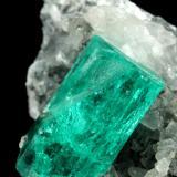 Beryl (variety emerald), Calcite<br />Chivor mining district, Municipio Chivor, Eastern Emerald Belt, Boyacá Department, Colombia<br />43x24x24mm, xl=15x8mm<br /> (Author: Fiebre Verde)