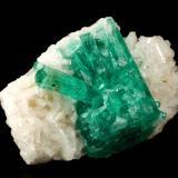 Beryl (variety emerald), Albite (variety cleavelandite)<br />Chivor mining district, Municipio Chivor, Eastern Emerald Belt, Boyacá Department, Colombia<br />35x23x11mm, aggregate=15x21mm<br /> (Author: Fiebre Verde)