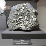 Chabazite (Series)Cantera Alter Stein, Allendorf, Greifenstein, Lahn-Dill-Kreis, Gießen, Hesse/Hessen, AlemaniaSpecimen size 20 cm (Author: Tobi)