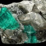 Beryl (variety emerald), Albite (variety cleavelandite), Dolomite<br /><br />35x21x16mm, main xl=11x8mm<br /> (Author: Fiebre Verde)