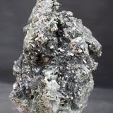 Arsenopirita y Actinolita<br />Mina Tres Amigos, Monte Carracedo-Arroyo de Parrazales, Cervera de Pisuerga, Comarca Montaña Palentina, Palencia, Castilla y León, España<br />15,5x8<br /> (Autor: minero1968)