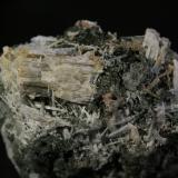 Escapolita<br />Mina Carlés, Ballotal-El Fuxaco, Carlés, Salas, Comarca Valle del Narcea, Asturias, Principado de Asturias, España<br />8,5x6 cm<br /> (Autor: minero1968)